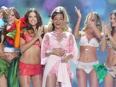 Rihanna rocks Victoria's Secret fashion show