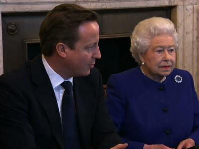 Raw: Queen goes to Cabinet meeting
