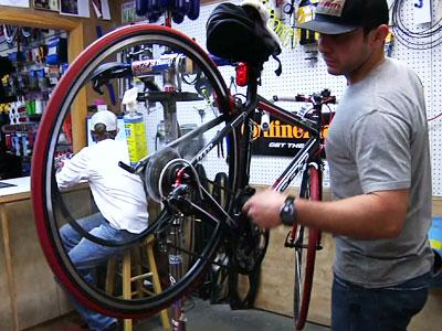 Raw: Austin cyclists support Armstrong