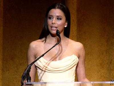 Latino performers draw cheers at Kennedy Center