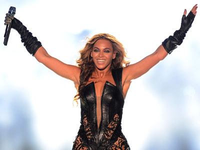 ShowBiz Minute: Beyonce, Super Bowl, Box Office