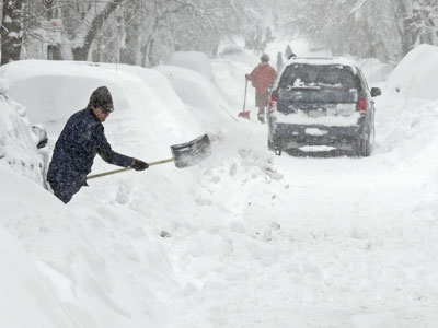 New England begins to dig out after epic snow