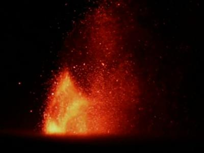 Raw: Mt. Etna Eruption Lights Up Sky in Italy