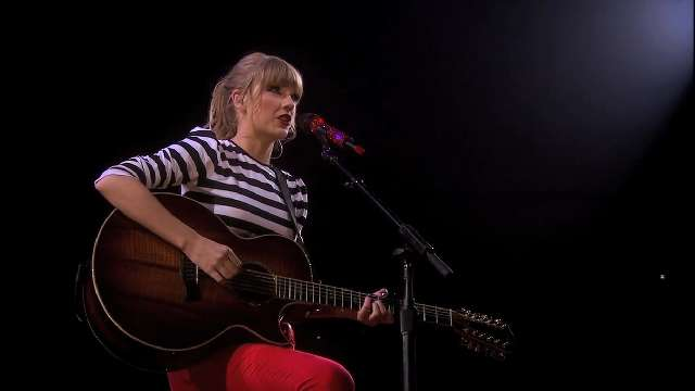 Taylor Swift kicks off new tour