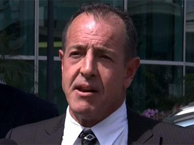 Michael Lohan confronts Lindsay's attorney after plea deal