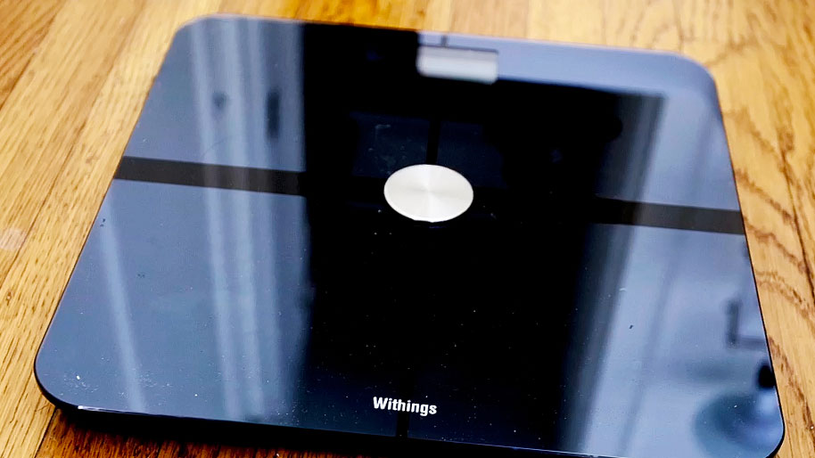 Smart scale keeps an eye on weight and air quality