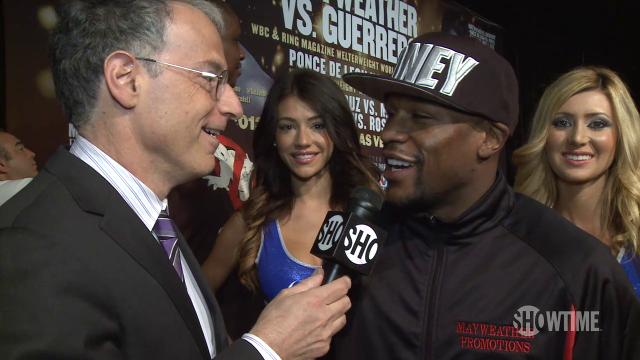 Mayweather shrugs off tirade by opponent's father-trainer