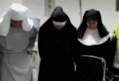 Raw: Fake nuns caught with cocaine