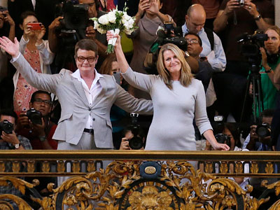 Same-sex marriages resume in Calif.