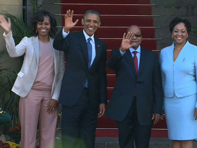 Raw: Obama greeted by Zuma in South Africa