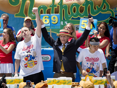Chestnut breaks record at hot dog eating contest