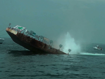 Sunken barge to become 'art'ificial reef