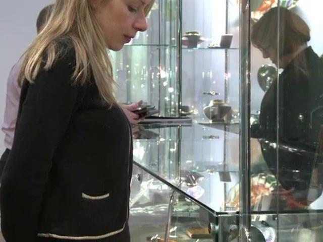 Royal British jewels under the Hammer in London