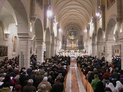 Thousands gather for mass in Bethlehem