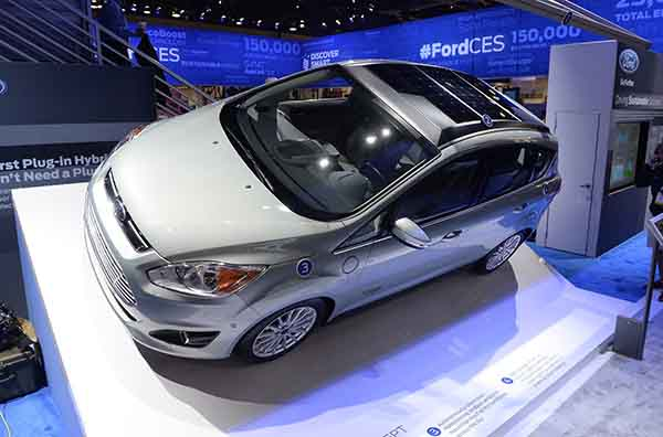 Ford shows solar car at CES