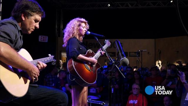 "Jefferson Graham sits in with Tori Kelly on her hit ""Dear No One"""