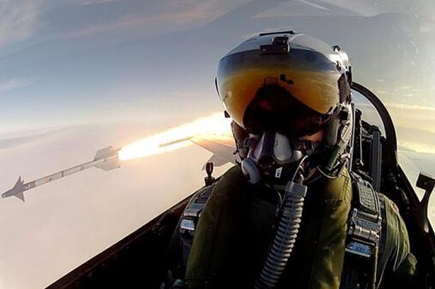 Pilot takes top selfie during missile launch   SocialEyes