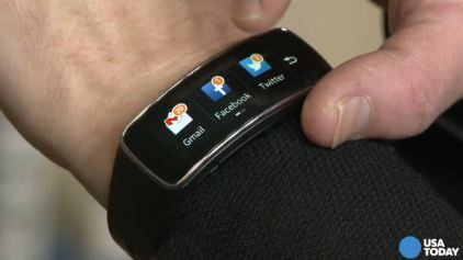 Ed Baig shows off Samsung's Gear Fit