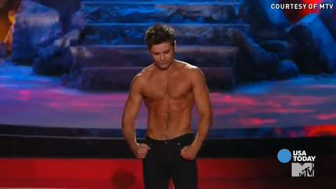 Zac Efron goes shirtless at MTV Movie Awards | BackStage