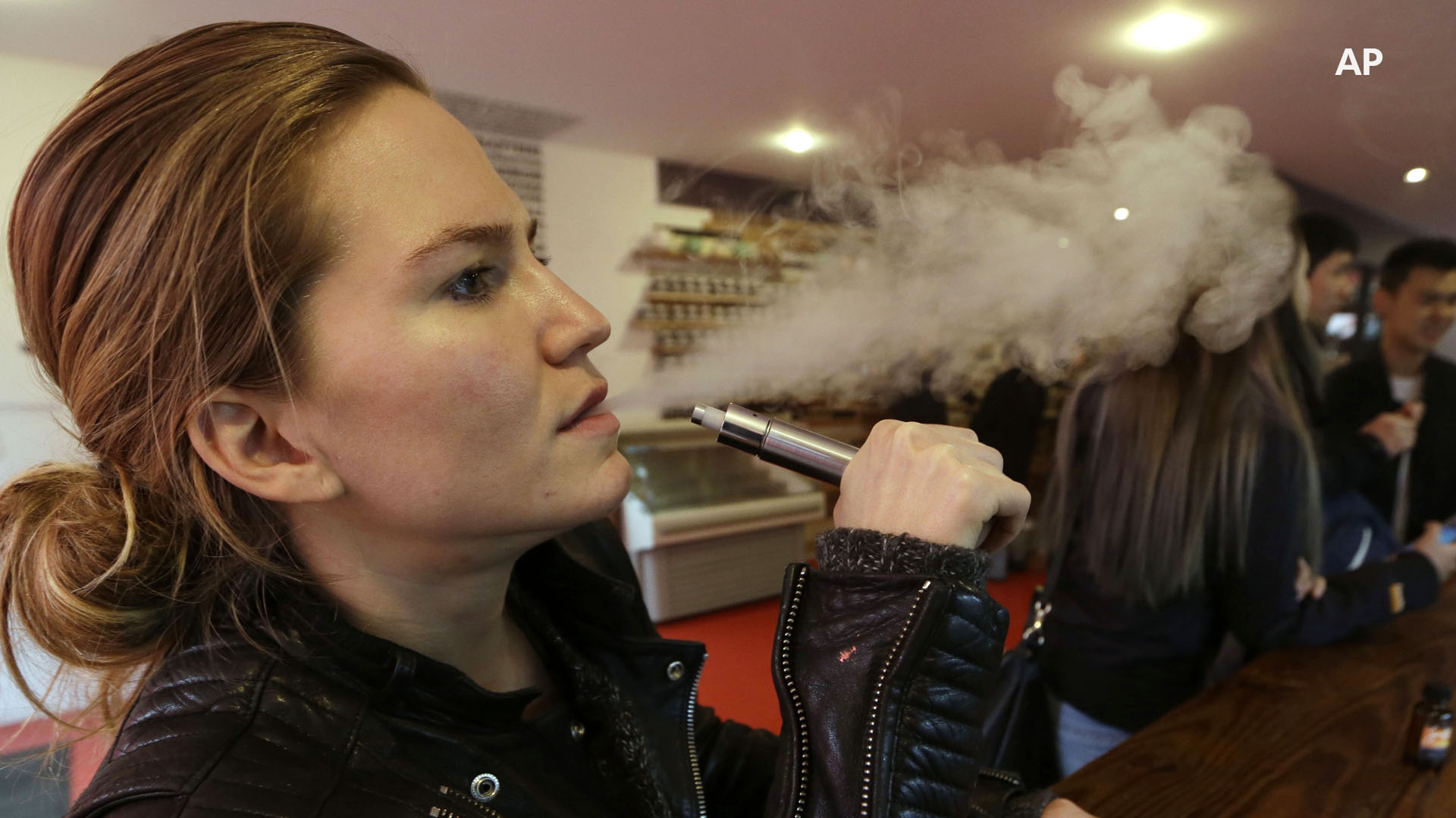 How do cigarettes, e-cigarettes differ?