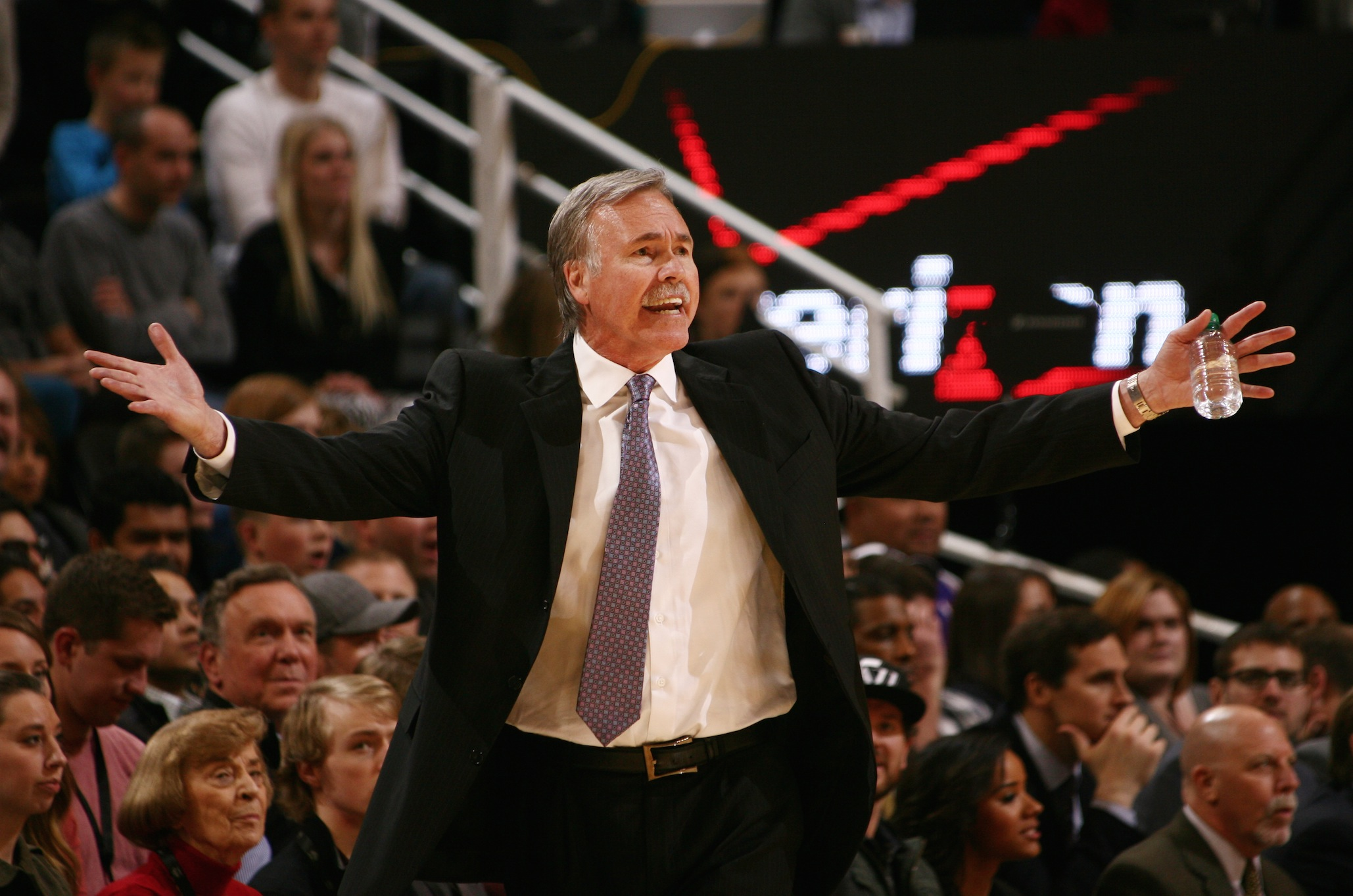 Mike D'Antoni resigns: What's next for the Lakers?