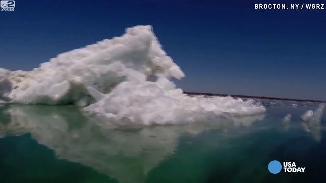 Beautiful 'icebergs' melting on Lake Erie
