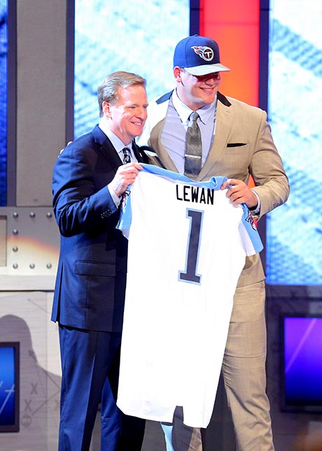 Taylor Lewan jumps in to new life with Titans