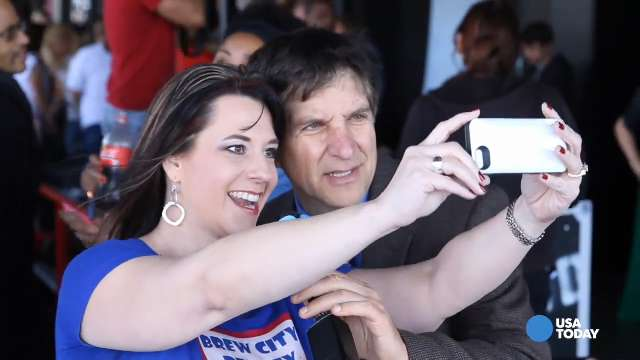 How are your 'selfie' skills? Brush up on some top tips