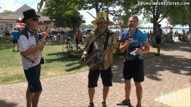 RAGBRAI rider plays guitar made from cigar box