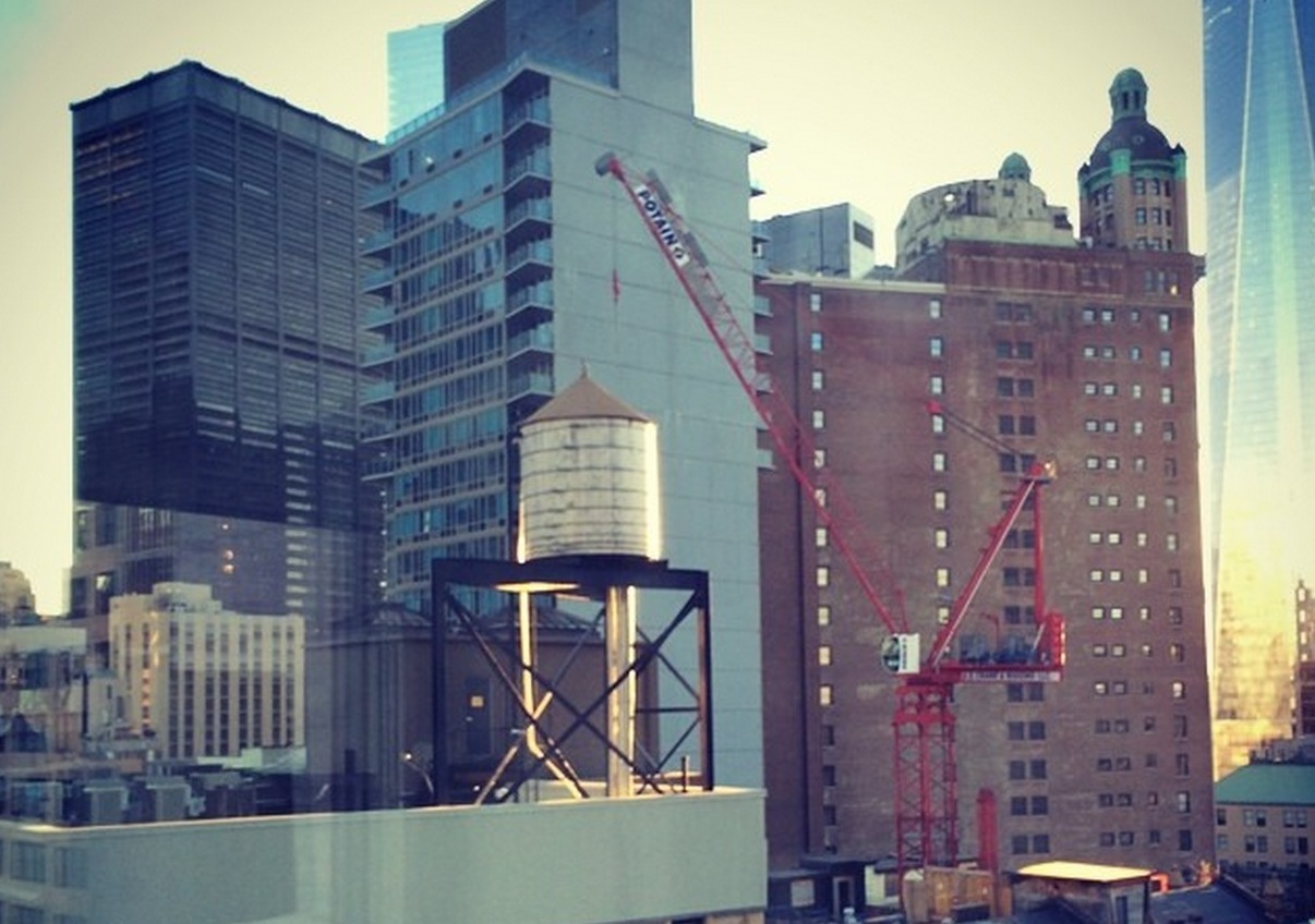 Art gets wrapped around NYC water tanks | ZoomIN