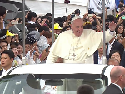 Raw: Pope holds open air mass for Asian youth