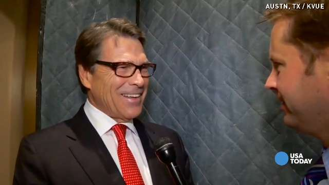 Gov. Rick Perry keeps cool following his indictment