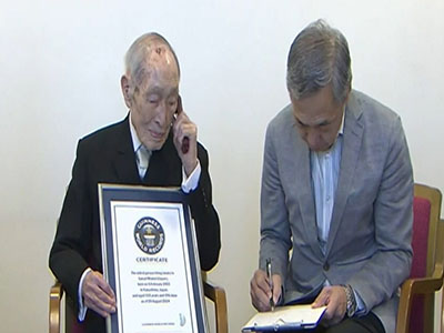 Raw: World's oldest man lives in Japan