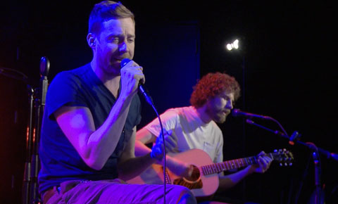 StudioA: Kaiser Chiefs perform 'Coming Home'