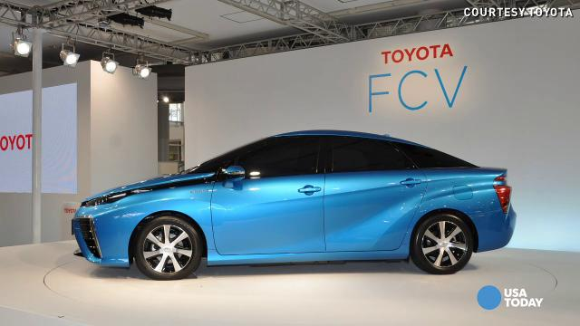 Toyota quietly rolls 2015 fuel cell car into town