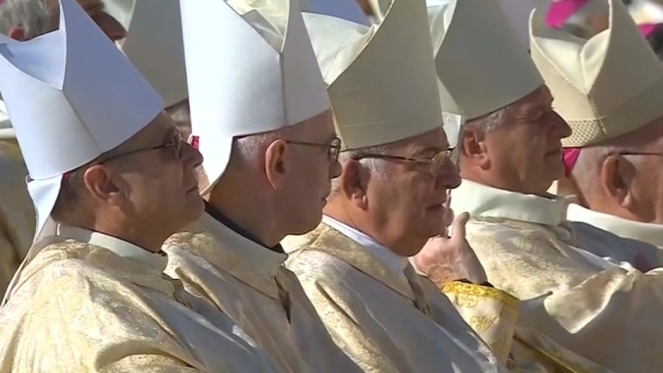 Church should not fear change, pope says at close of Bishop's gathering
