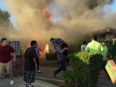 Raw: Man carries Fresno man from burning home