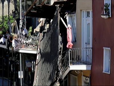 Raw: Building collapse in French Quarter