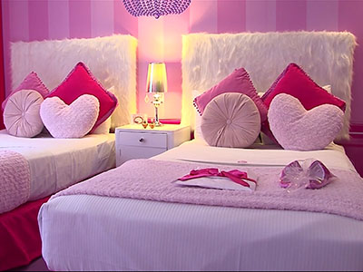 Fans of the iconic Barbie doll can now wake up in Barbie's world. The Hilton Buenos Aires in Argentina has created the first Barbie-themed hotel room in the world. (Oct. 30)