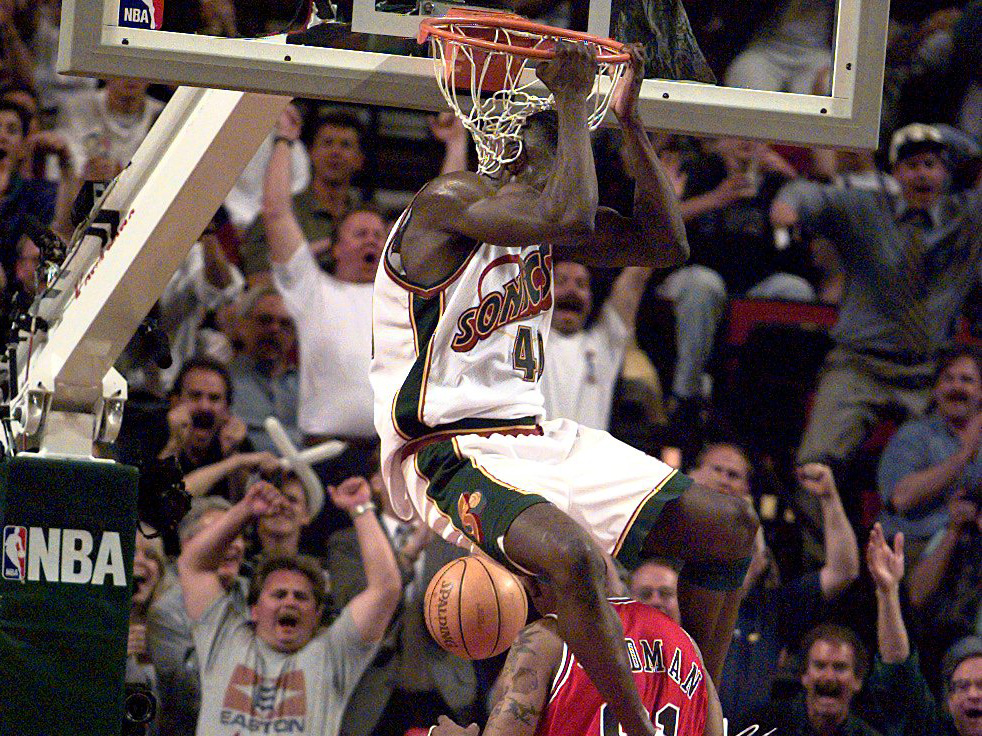 Eddie Johnson gives his picks for the best dunkers through the years.