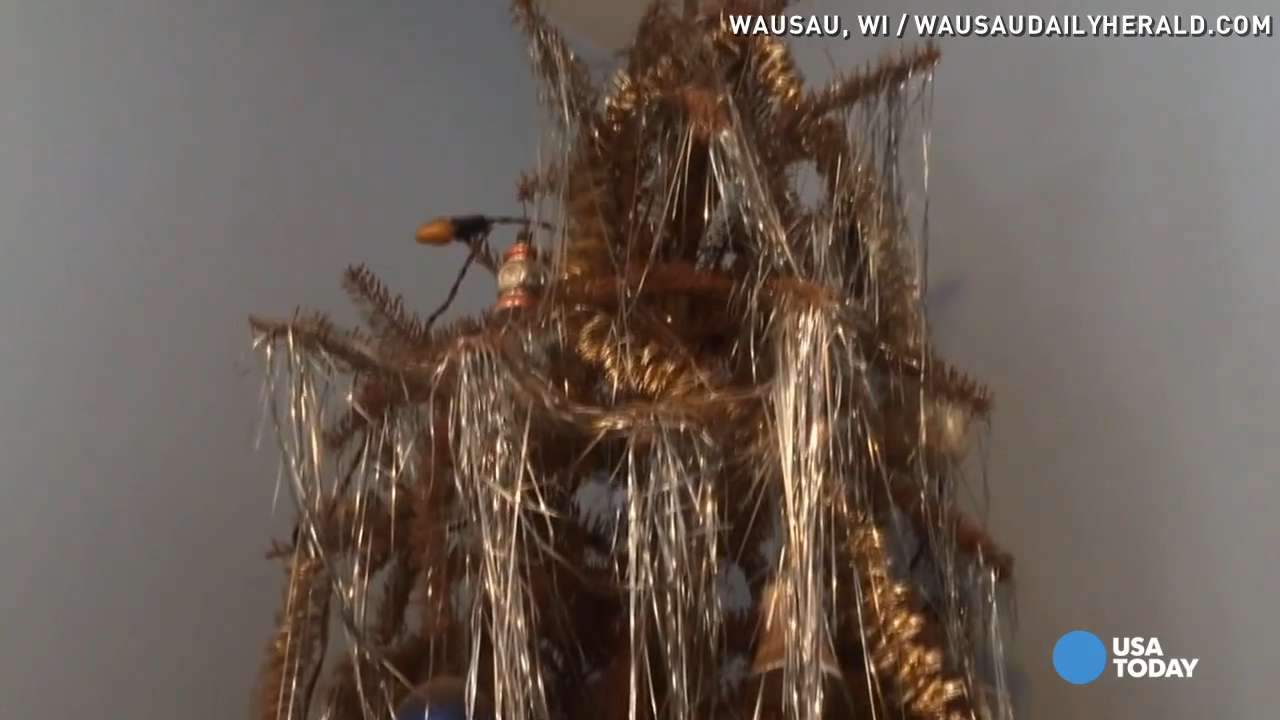 Wis. man's Christmas tree still up after four decades