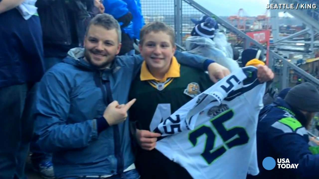 bc0e94383 See Seahawks fan s sweet gesture to young Packers fan