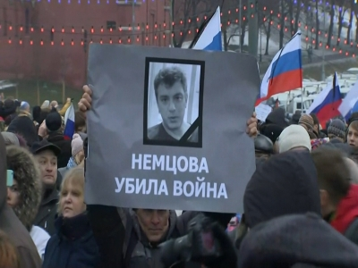 Raw: Marchers mourn slain Russian activist