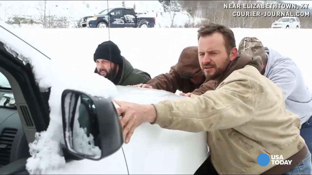 Good samaritan rescues drivers trapped in snow