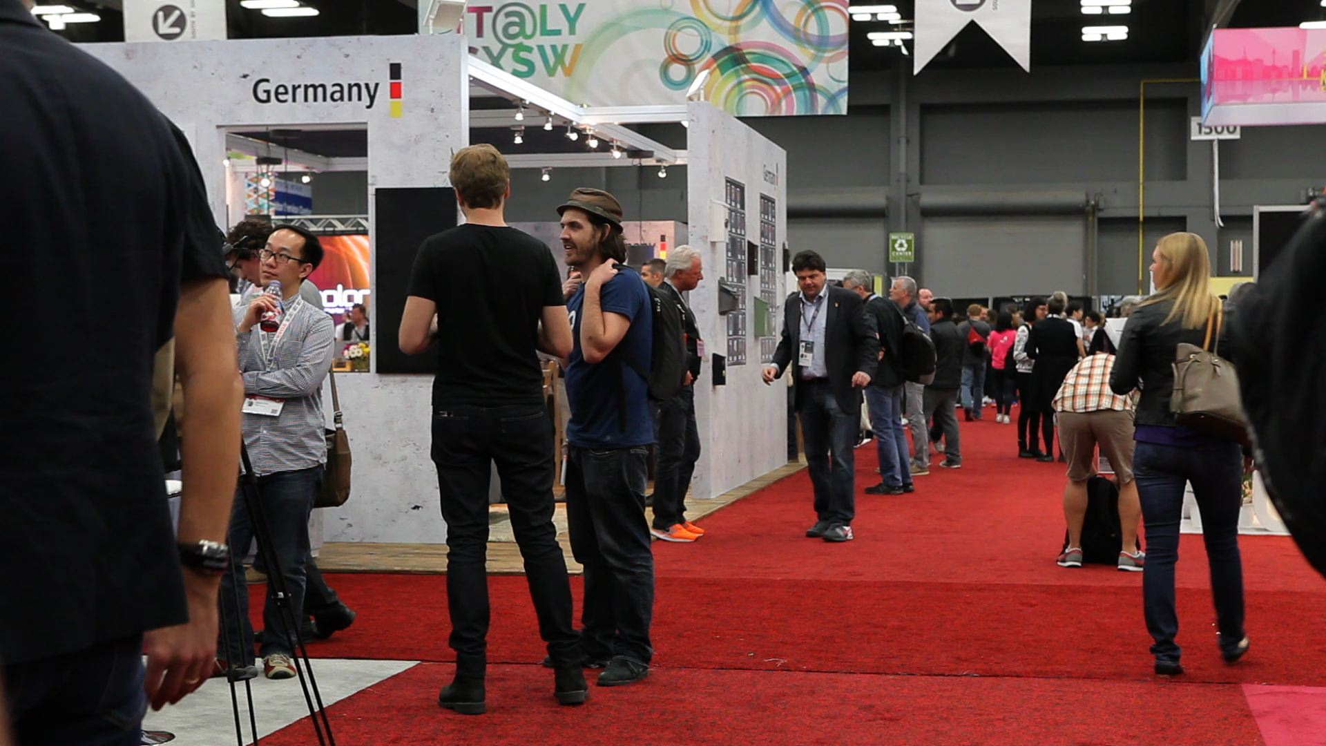 SXSW in motion: Timelapse of trade show floor