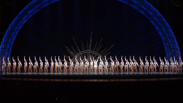 the rockettes are 39 singing in the rain 39. Black Bedroom Furniture Sets. Home Design Ideas