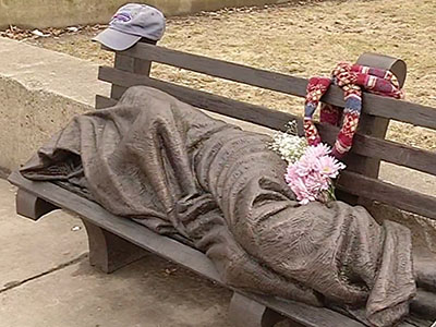 The unveiling of a statue depicting a homeless Jesus sleeping on a park bench in downtown Buffalo has prompted people to leave money, food and other items at the bronze sculpture. (April 6)