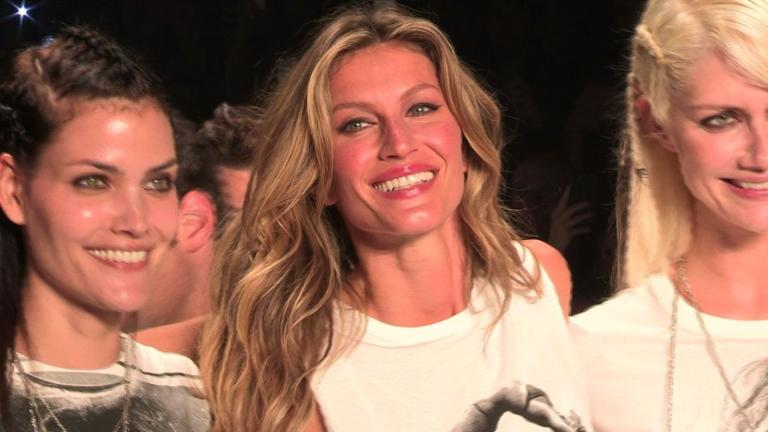 Supermodel Gisele Bundchen makes teary last catwalk turn