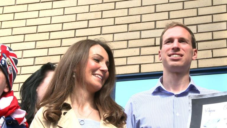 Lookalikes join royal baby fever in London