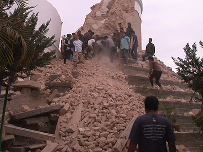 Raw: Powerful earthquake rocks Nepal